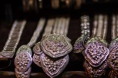 Όμορφο αρχαίο ταϊλανδικό γνήσιο ασημένιο κόσμημα, αναδρομικό χαραγμένο Si Στοκ Φωτογραφίες