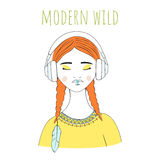 Όμορφο ασιατικό κορίτσι με τα μεγάλα ακουστικά Στοκ φωτογραφίες με δικαίωμα ελεύθερης χρήσης