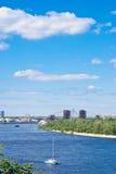 Όμορφο αστικό τοπίο ποταμών Στοκ εικόνες με δικαίωμα ελεύθερης χρήσης