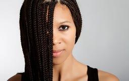 Όμορφο αφρικανικός-αμερικανικό κορίτσι Στοκ Φωτογραφία