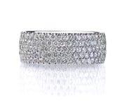 Όμορφο δαχτυλίδι ζωνών γαμήλιας επετείου διαμαντιών Στοκ Εικόνες