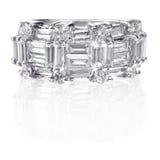 Όμορφο δαχτυλίδι ζωνών γαμήλιας επετείου διαμαντιών Στοκ εικόνα με δικαίωμα ελεύθερης χρήσης