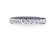 Όμορφο δαχτυλίδι ζωνών γαμήλιας επετείου διαμαντιών Στοκ εικόνες με δικαίωμα ελεύθερης χρήσης