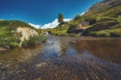 Όμορφο αλπικό τοπίο με μια πορεία βουνών, ελβετικές Άλπεις, Ευρώπη Στοκ εικόνες με δικαίωμα ελεύθερης χρήσης