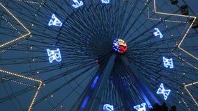 Όμορφο βίντεο σκηνών νύχτας ροδών Ferris απόθεμα βίντεο