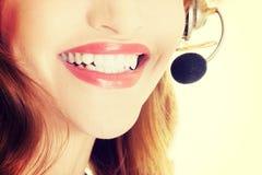 Όμορφο βοηθητικό χαμόγελο τηλεφωνικών κέντρων στοκ φωτογραφίες