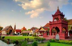 Όμορφο βουδιστικό προαύλιο στο βόρειο τμήμα της Ταϊλάνδης Στοκ φωτογραφία με δικαίωμα ελεύθερης χρήσης