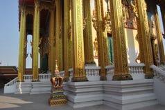 Όμορφο βουδιστικό κτήριο αρχιτεκτονικής στο buakwan nonthaburi Ταϊλάνδη ναών wat στοκ εικόνα