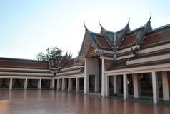 Όμορφο βουδιστικό κτήριο στο ναό Wat Pra Sri Mahatatu στη Μπανγκόκ Ταϊλάνδη στοκ φωτογραφία με δικαίωμα ελεύθερης χρήσης