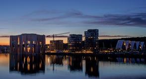 Όμορφο βράδυ στη Δανία Άποψη νύχτας σχετικά με την πόλη στοκ φωτογραφίες
