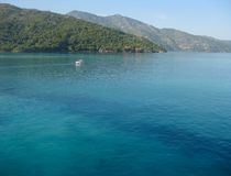 Όμορφο γαλαζοπράσινο νερό της ακτής της Αϊτής, καραϊβικής στοκ εικόνες