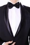 Όμορφο γενειοφόρο άτομο στο μαύρο κοστούμι Στοκ Εικόνα