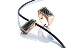 όμορφο δαχτυλίδι κρεμασ& στοκ φωτογραφία με δικαίωμα ελεύθερης χρήσης