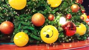 όμορφο διακοσμημένο Χρισ&t background colors holiday red yellow απόθεμα βίντεο