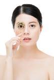 Όμορφο εξάρτημα ρόλερ εκμετάλλευσης κοριτσιών μόδας eyelash makeup Στοκ φωτογραφίες με δικαίωμα ελεύθερης χρήσης