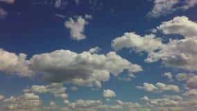 Όμορφο επιπλέον σώμα σύννεφων πέρα από το μπλε ουρανό Χρονικό σφάλμα απόθεμα βίντεο