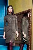 Όμορφο επιχειρησιακών γυναικών brunette μορφής σωμάτων γυναικείου ύφους τέλειο Στοκ φωτογραφία με δικαίωμα ελεύθερης χρήσης