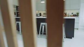 Όμορφο εσωτερικό σχέδιο μιας κουζίνας απόθεμα βίντεο