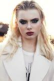 όμορφο λευκό κοριτσιών φορεμάτων Στοκ Εικόνες