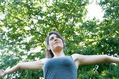 Όμορφο ευτυχές κορίτσι στο πάρκο camaldoli στοκ φωτογραφία με δικαίωμα ελεύθερης χρήσης