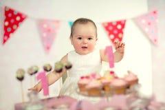 Όμορφο ευτυχές μωρό στα πρώτα γενέθλια Στοκ φωτογραφία με δικαίωμα ελεύθερης χρήσης