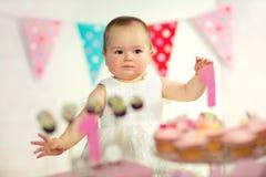Όμορφο ευτυχές μωρό στα πρώτα γενέθλια Στοκ Φωτογραφία