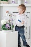 Όμορφο ευτυχές ξανθό αγόρι Στοκ φωτογραφίες με δικαίωμα ελεύθερης χρήσης