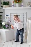 Όμορφο ευτυχές ξανθό αγόρι Στοκ Εικόνες