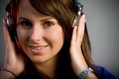 Όμορφο εφηβικό μοντέλο brunette σε μια λέσχη νύχτας Στοκ φωτογραφίες με δικαίωμα ελεύθερης χρήσης