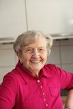 όμορφο ηλικιωμένο γυναικείο χαμόγελο Στοκ φωτογραφία με δικαίωμα ελεύθερης χρήσης