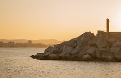 Όμορφο ηλιοβασίλεμα από ένα ψαροχώρι Λαρέντο, Cantabria, Ισπανία στοκ εικόνα με δικαίωμα ελεύθερης χρήσης