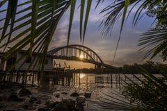 Όμορφο ηλιοβασίλεμα κοντά στον ποταμό Μαλαισία Kedah όπου όλος ο ψαράς ζωντανός Στοκ εικόνα με δικαίωμα ελεύθερης χρήσης