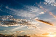 όμορφο ηλιοβασίλεμα ουρανού 1 ανασκόπηση καλύπτει το νεφελώδη ουρανό Στοκ Εικόνα
