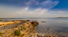 Όμορφο ηλιοβασίλεμα πέρα από την αδριατική θάλασσα, με το όμορφο δραματικό cloudscape Στοκ φωτογραφία με δικαίωμα ελεύθερης χρήσης