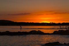 Όμορφο ηλιοβασίλεμα πέρα από την αδριατική θάλασσα, με το όμορφο δραματικό cloudscape Στοκ Φωτογραφίες