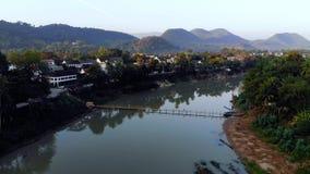 Όμορφο ηλιοβασίλεμα σε Luang prabang, Λάος Ποταμός Kahn Nam, ένας παραπόταμος του ποταμού Μεκόνγκ απόθεμα βίντεο