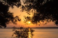 Όμορφο ηλιοβασίλεμα στην προκυμαία Μαύρη Θάλασσα, Gelendzhik στοκ φωτογραφία με δικαίωμα ελεύθερης χρήσης