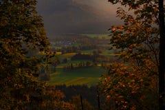 Όμορφο ηλιοβασίλεμα στις βαυαρικές Άλπεις στοκ εικόνα