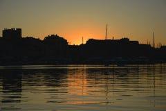Όμορφο ηλιοβασίλεμα στον παλαιό λιμένα της Μασσαλίας στοκ φωτογραφίες με δικαίωμα ελεύθερης χρήσης