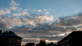 Όμορφο ηλιοβασίλεμα εικονικής παράστασης πόλης φιλμ μικρού μήκους