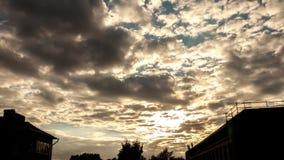 Όμορφο ηλιοβασίλεμα εικονικής παράστασης πόλης απόθεμα βίντεο