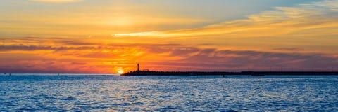 όμορφο ηλιοβασίλεμα θάλ&a Στοκ Εικόνα