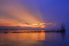 Όμορφο ηλιοβασίλεμα και ακτίνα Στοκ εικόνες με δικαίωμα ελεύθερης χρήσης