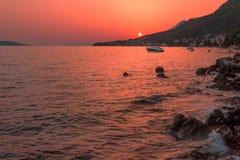 Όμορφο ηλιοβασίλεμα πέρα από την αδριατική θάλασσα Στοκ Εικόνες