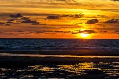 Όμορφο ηλιοβασίλεμα πέρα από τον Ατλαντικό Ωκεανό, Lacanau, Γαλλία Στοκ Φωτογραφία