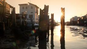 Όμορφο ηλιοβασίλεμα πέρα από Tai Ο το ψαροχώρι φιλμ μικρού μήκους