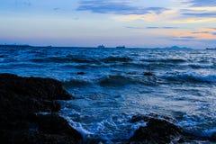 Όμορφο ηλιοβασίλεμα στην ακτή της Ταϊλάνδης Στοκ φωτογραφίες με δικαίωμα ελεύθερης χρήσης
