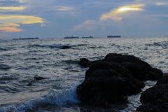 Όμορφο ηλιοβασίλεμα στην ακτή της Ταϊλάνδης Στοκ Εικόνα