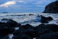 Όμορφο ηλιοβασίλεμα στην ακτή της Ταϊλάνδης στοκ φωτογραφία με δικαίωμα ελεύθερης χρήσης