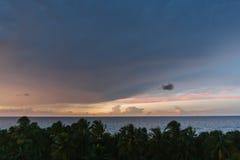 Όμορφο ηλιοβασίλεμα στην Κούβα σε Varadero, η άποψη από τη στέγη Στοκ φωτογραφία με δικαίωμα ελεύθερης χρήσης